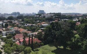 Built near Holland Village lifestyle hub and Bukit Timah Road, Ki Residences occupies the site of the former Brookvale Park, which was sold en bloc for $530 million to a joint venture between Sunway Developments and Hoi Hup Realty in 2018.